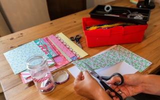 knutselen - speltherapie - creativiteit - therapie voor kinderen